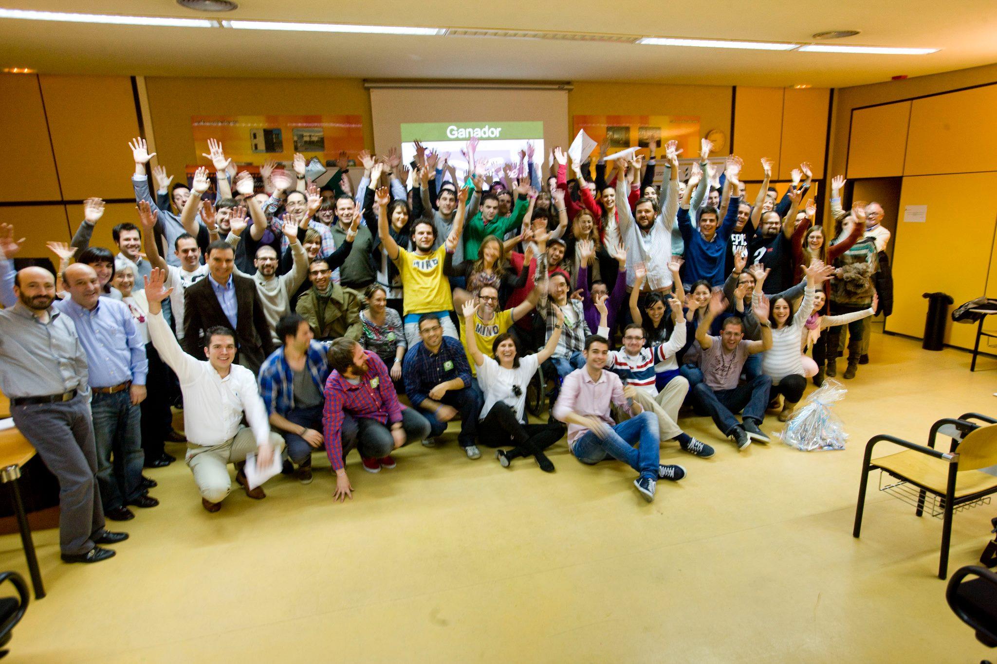 Foto de familia de los participantes en el Startup Weekend Burgos 2012